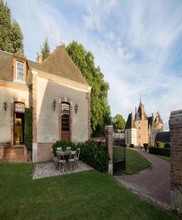 قصر فرنسي عمره 600 سنة بيورو واحد فقط!